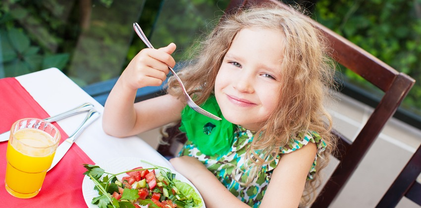 How to Stop Your Kids Preferring Snacks to Regular Meals
