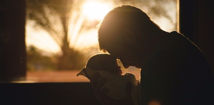 "Dad's Role After Childbirth: 8 Practical Strategies to Help Cope With the ""New Normal"""